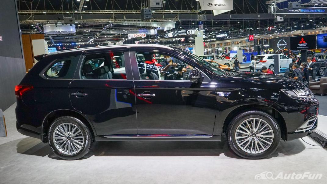 2021 Mitsubishi Outlander PHEV GT Exterior 014