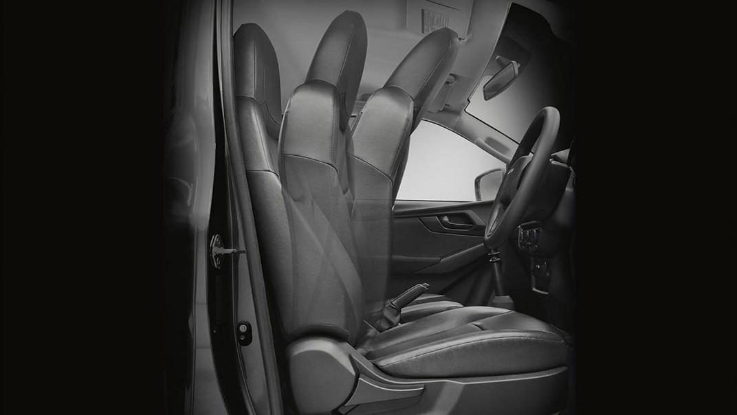 Isuzu D-Max Spark Public 2020 Interior 002