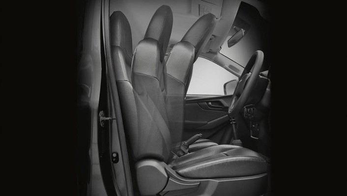 Isuzu D-Max Spark 2020 Interior 002