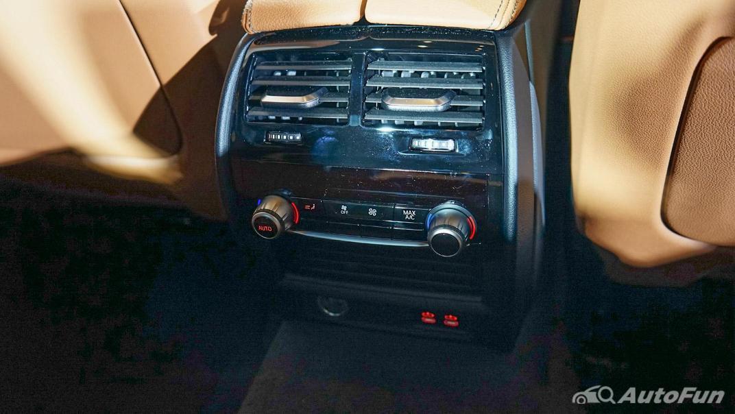 2021 BMW 5 Series Sedan 530e M Sport Interior 013