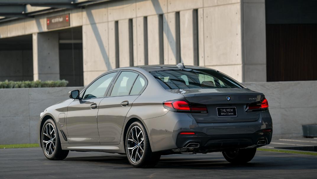 2021 BMW 5 Series Sedan 530e M Sport Exterior 028