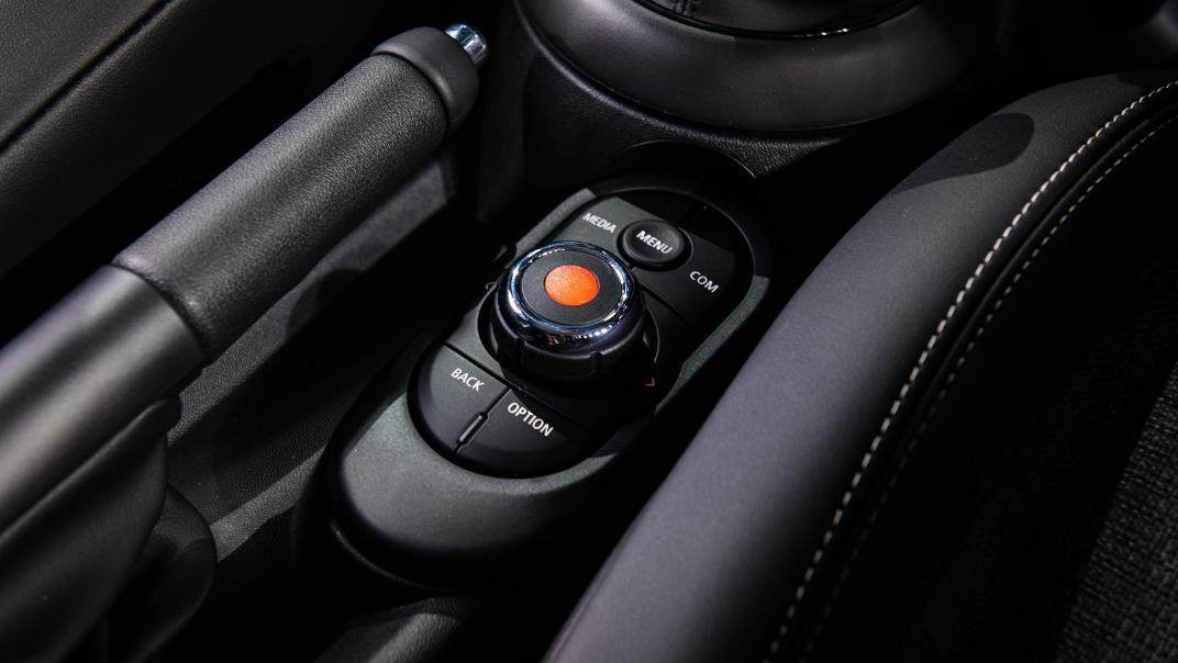 2021 MNI 3-Door Hatch Cooper Interior 005