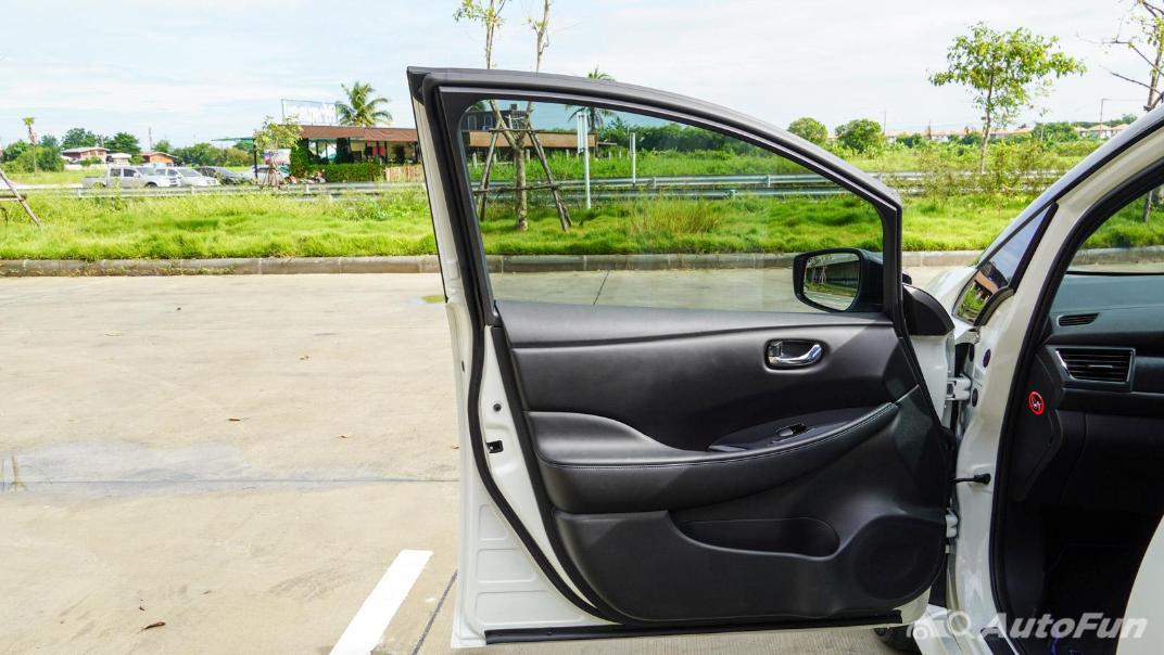 2020 Nissan Leaf Electric Interior 057