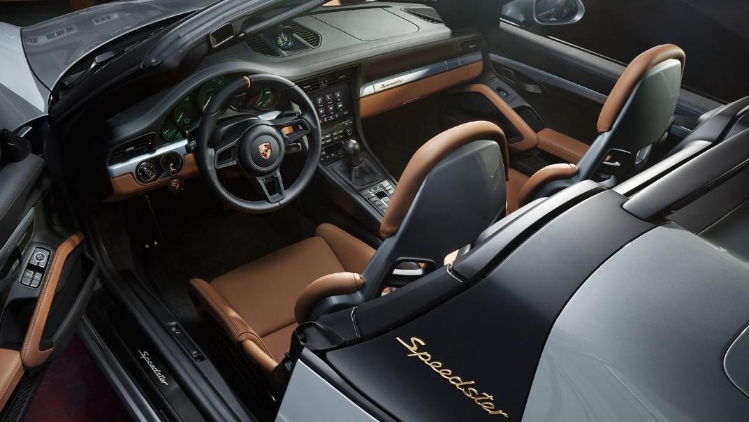 Porsche 911 Public 2020 Interior 004