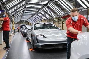 """Porsche ยอมแบกต้นทุนสูงกว่าเพื่อผลิตในเยอรมนีดีกว่าประทับตรา """"Made in China"""""""