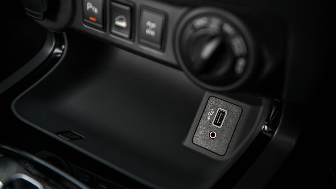 2021 Nissan Navara PRO-4X Interior 075