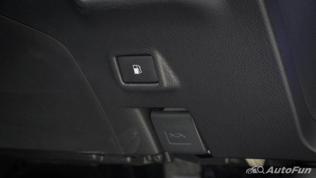 2021 Toyota C-HR Hybrid Premium Safety Interior 015