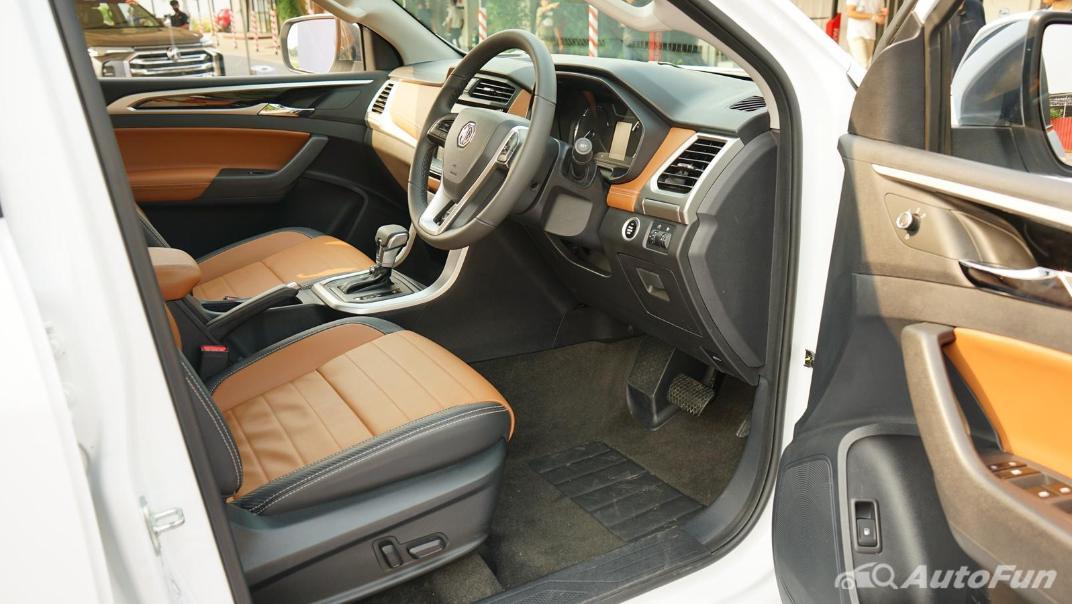 2021 MG Extender Interior 016
