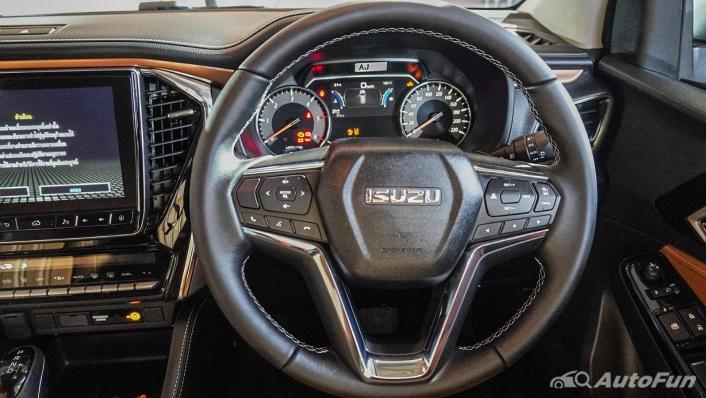 2021 Isuzu MU-X Ultimate 3.0 AT 4x4 Interior 004
