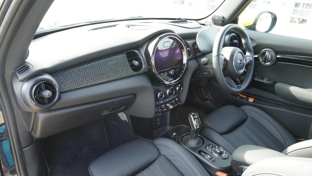 2021 MNI 3-Door Hatch Cooper S Interior 043