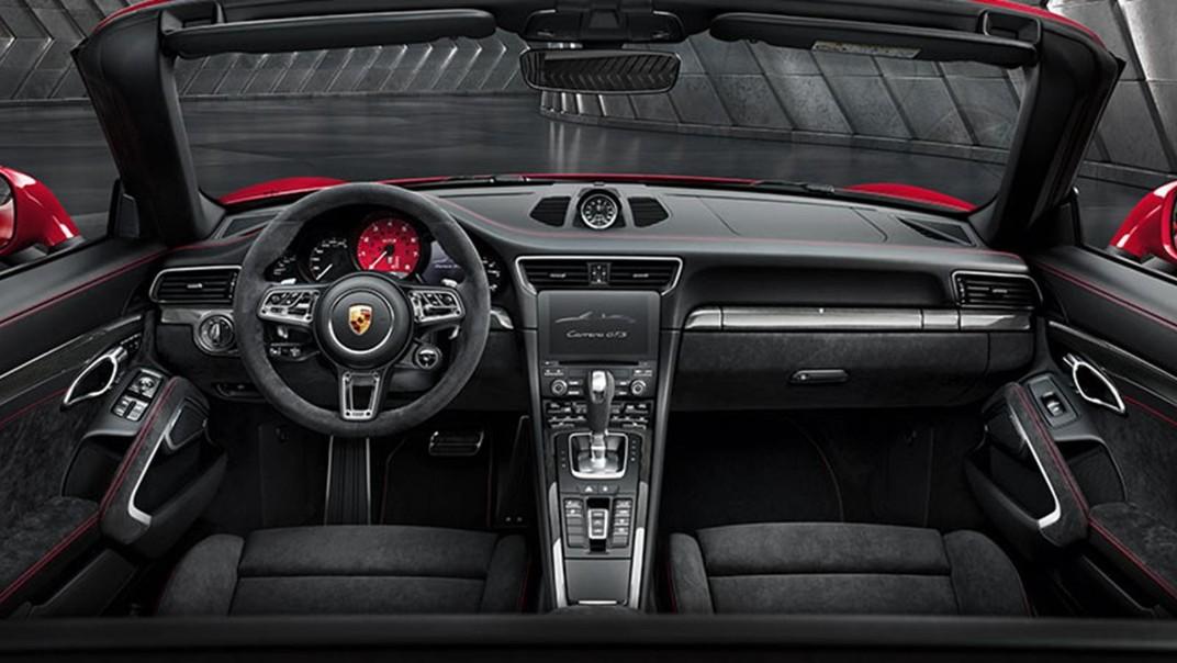 Porsche 911 Public 2020 Interior 001