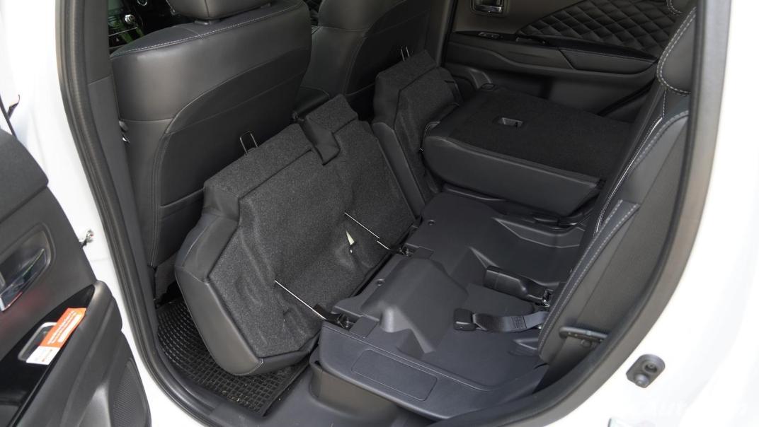 2021 Mitsubishi Outlander PHEV GT-Premium Interior 065