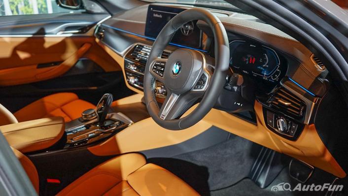2021 BMW 5 Series Sedan 530e M Sport Interior 002