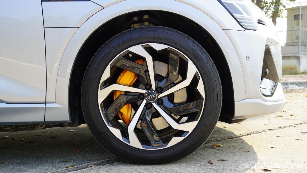 2020 Audi E Tron Sportback 55 quattro S line Exterior 043