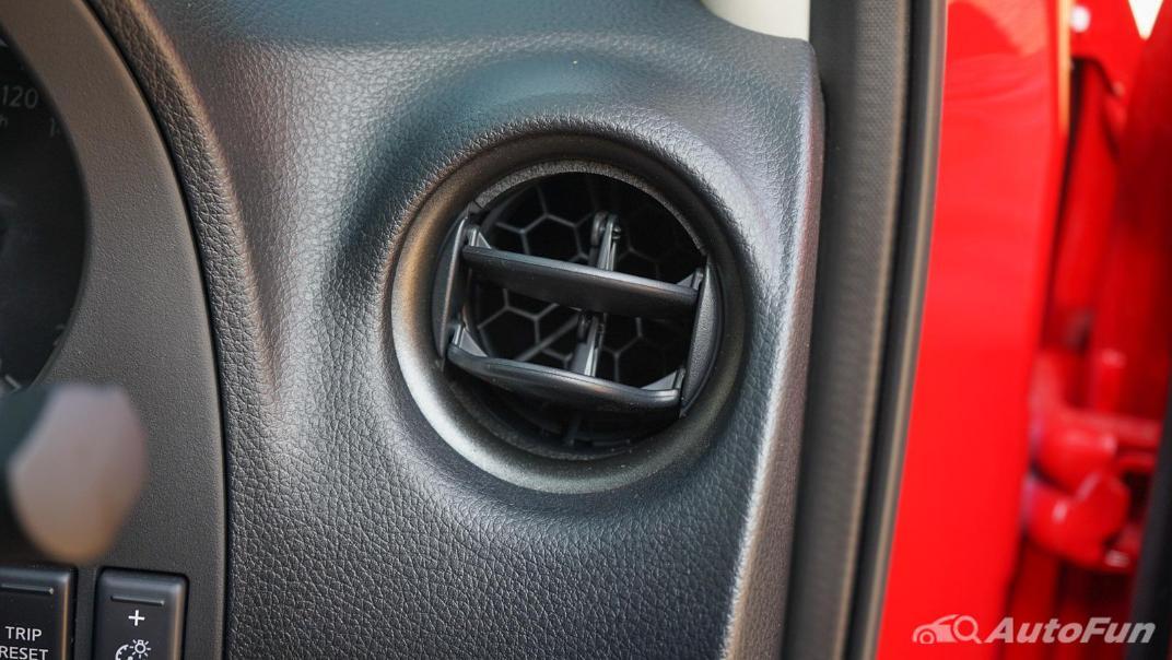 2021 Nissan Navara PRO-4X Interior 026