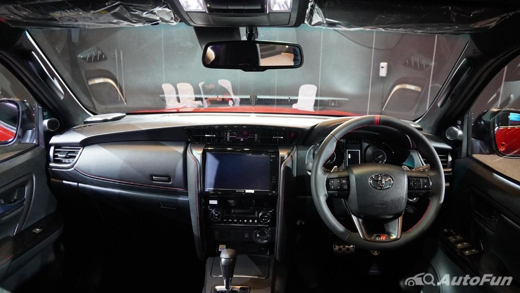 2021 Toyota Fortuner 2.8 GR Sport 4WD Interior 001