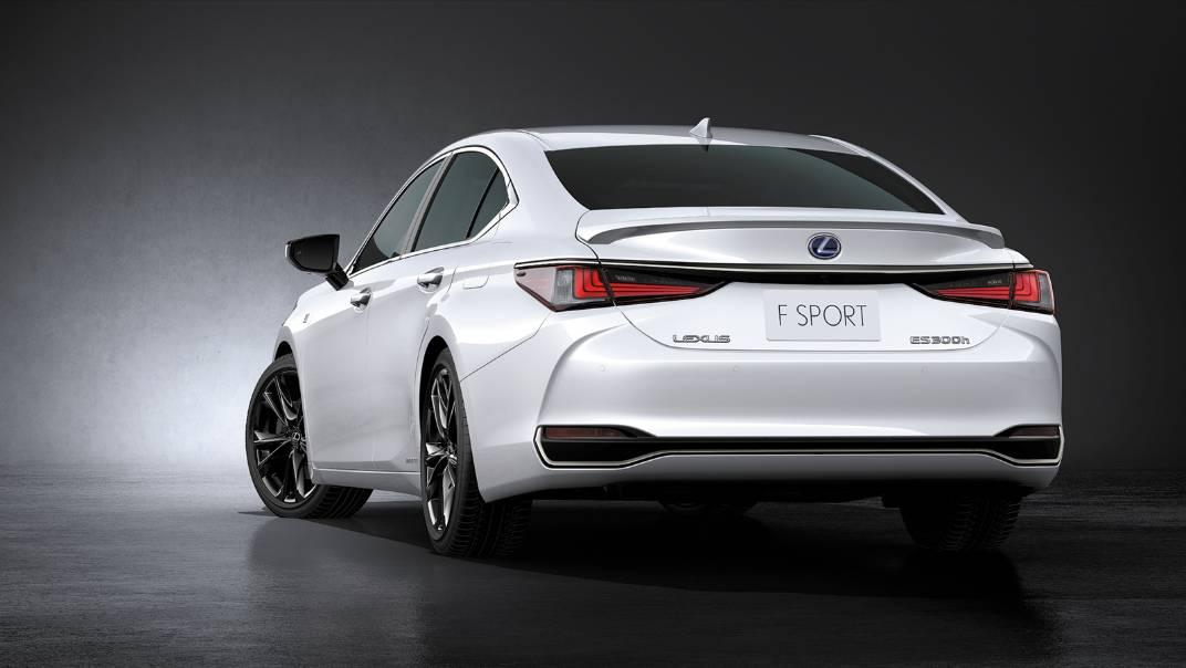 2021 Lexus ES 300h F Sport Exterior 002