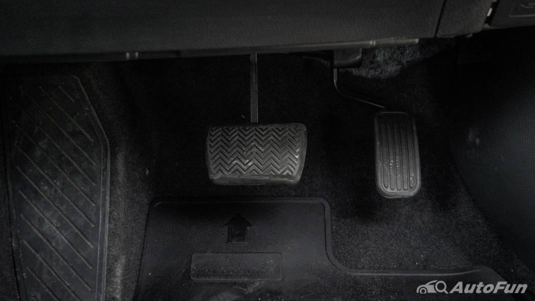 2021 Toyota C-HR Hybrid Premium Safety Interior 016