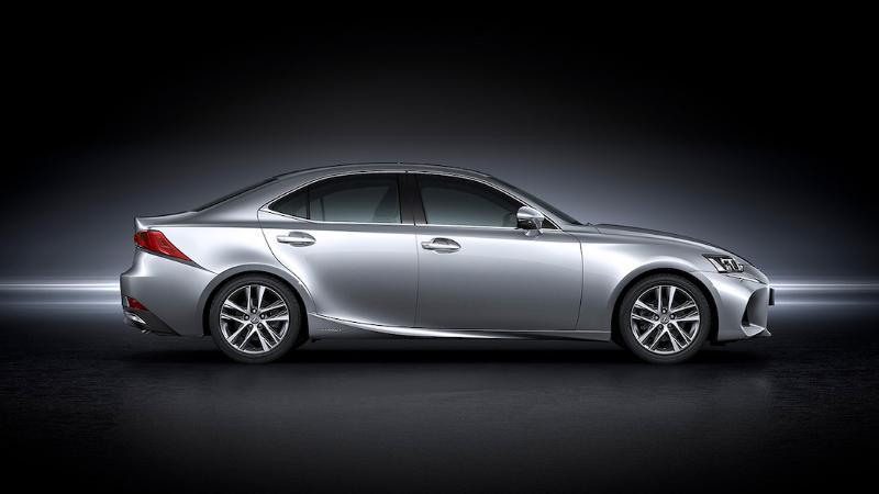 รู้ข้อดีข้อเสีย Lexus IS ก่อนให้เป็นรถคู่ใจ 02