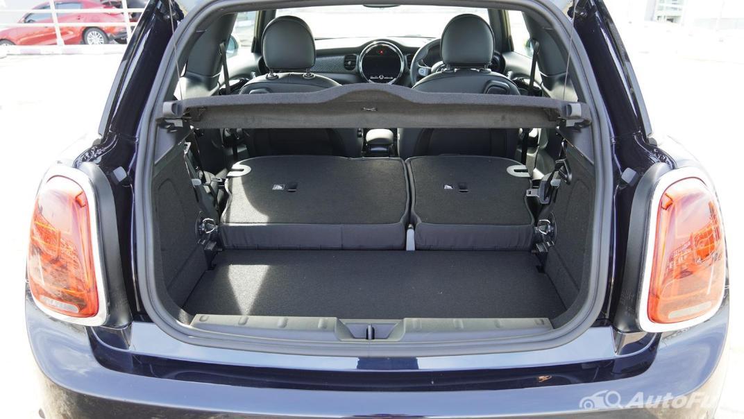 2021 MNI 3-Door Hatch Cooper S Interior 060