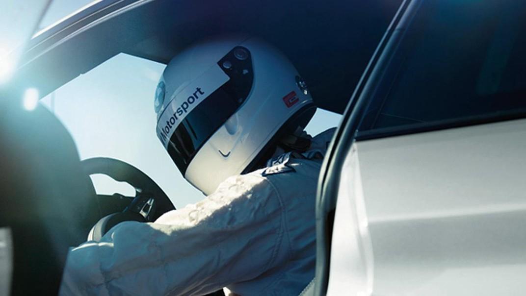 BMW M4-Coupe 2020 Interior 001