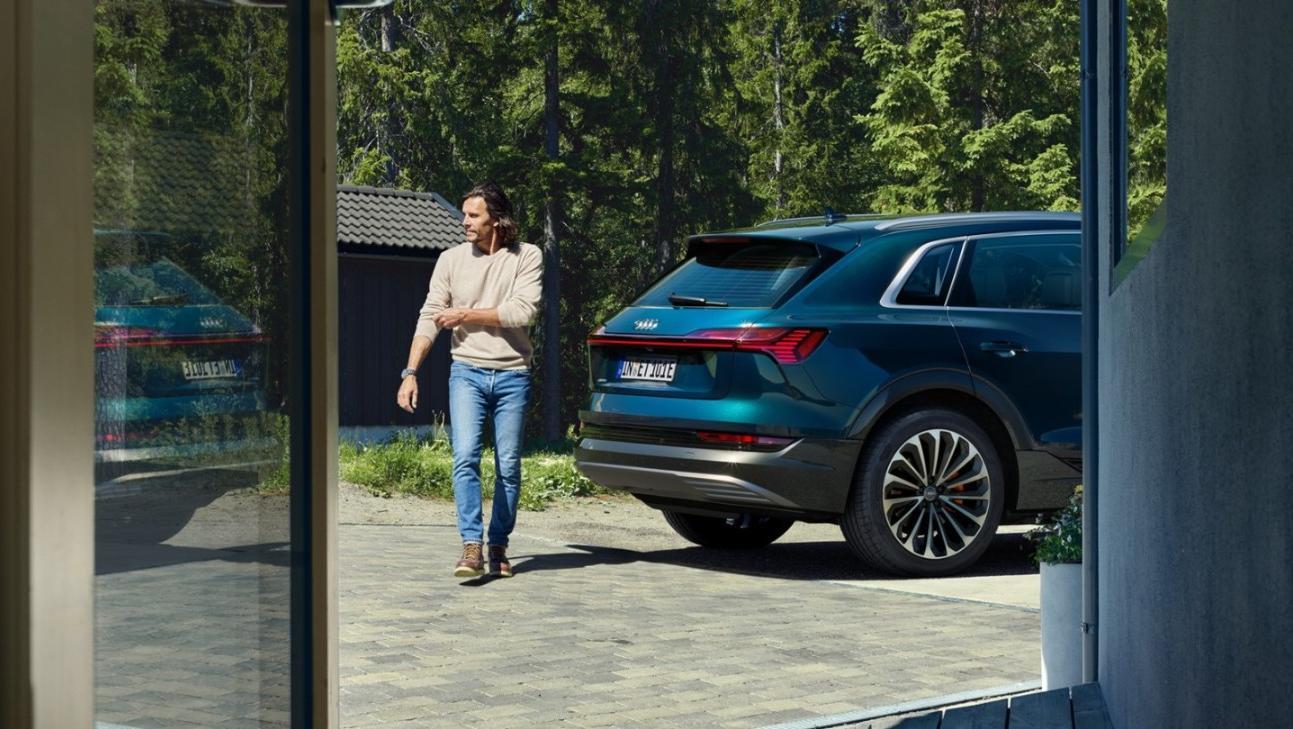 Audi E Tron 2020 Exterior 002