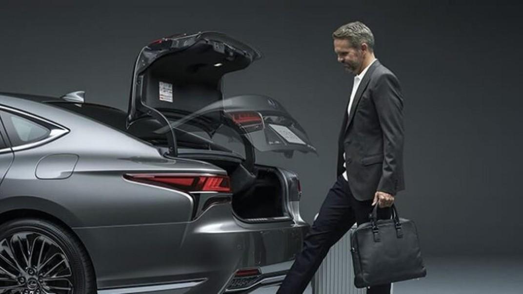 Lexus LS 2020 Exterior 014