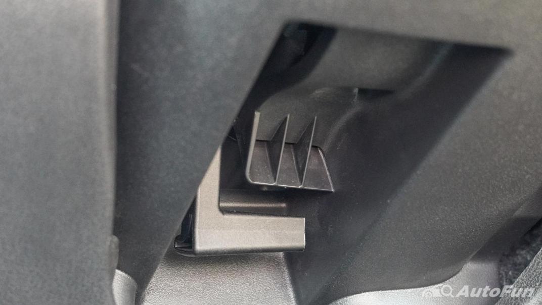 2020 Nissan Leaf Electric Interior 011
