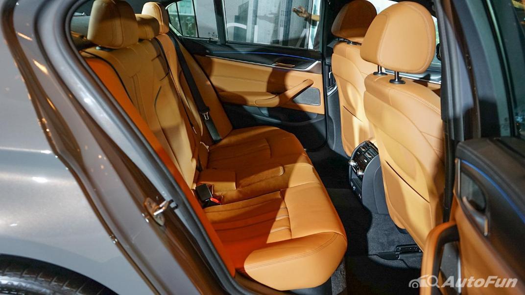 2021 BMW 5 Series Sedan 530e M Sport Interior 014