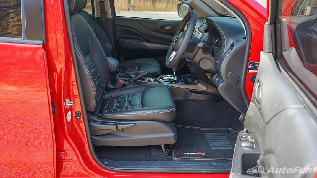 2021 Nissan Navara PRO-4X Interior 031