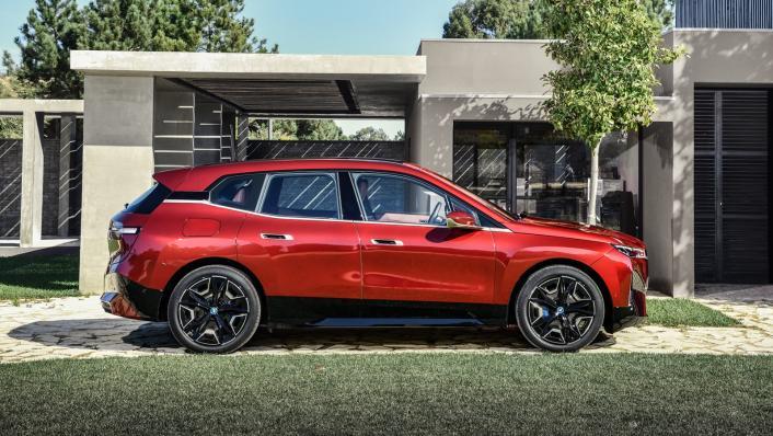 2021 BMW iX xDrive50 Sport Exterior 005