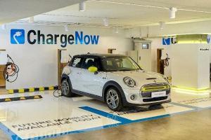 BMW เพิ่มเครื่องชาร์จไฟ ChargeNow ให้รถยี่ห้อไหนก็ใช้ได้ ของฟรีในห้างหรูกลางเมือง