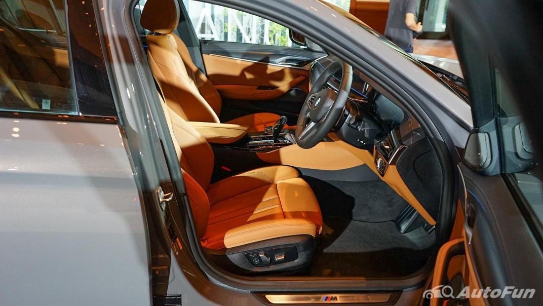 2021 BMW 5 Series Sedan 530e M Sport Interior 009