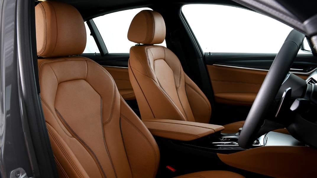 2021 BMW 5 Series Sedan 530e M Sport Interior 037