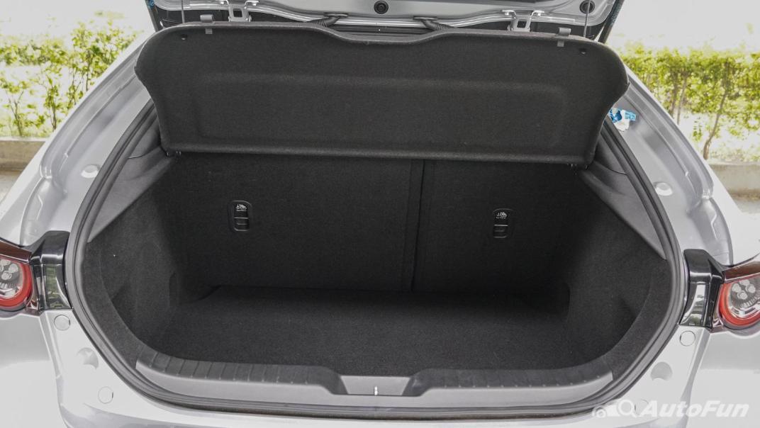 2020 Mazda 3 Fastback 2.0 SP Sports Interior 064