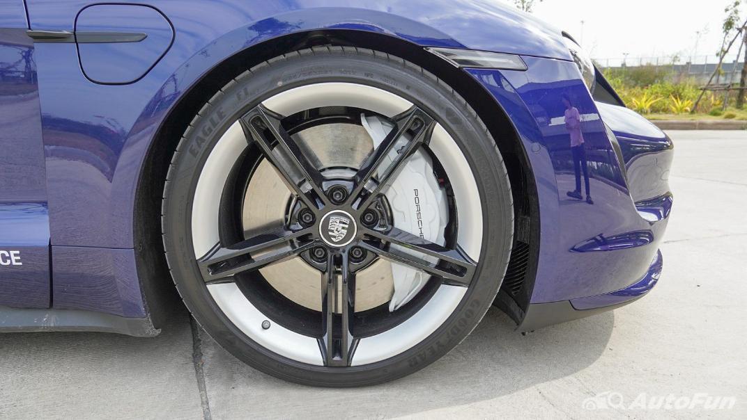 2020 Porsche Taycan Turbo Exterior 035