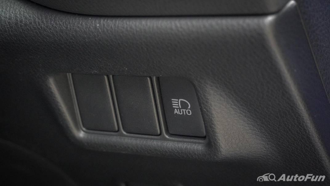2021 Toyota C-HR Hybrid Premium Safety Interior 014