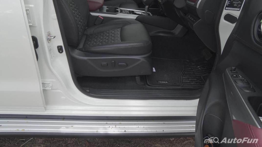 2021 Nissan Terra 2.3 VL 4WD Interior 029