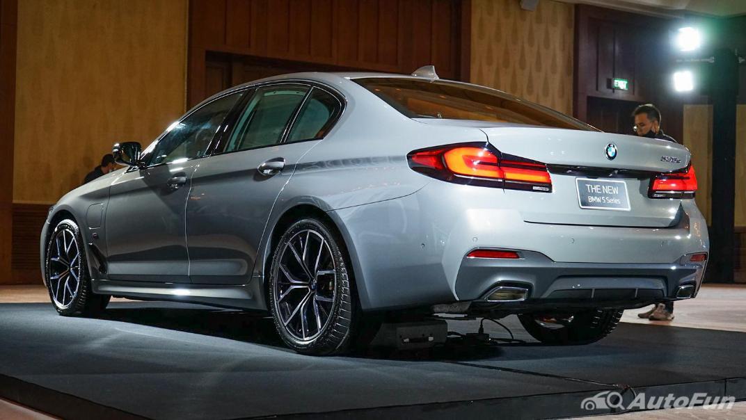 2021 BMW 5 Series Sedan 530e M Sport Exterior 006