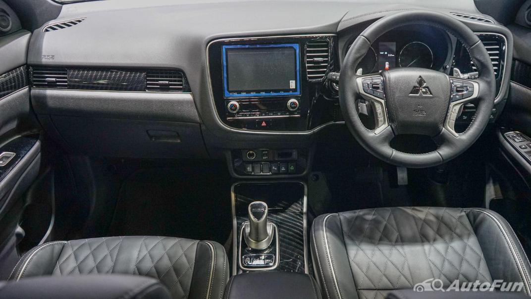 2021 Mitsubishi Outlander PHEV GT Interior 001