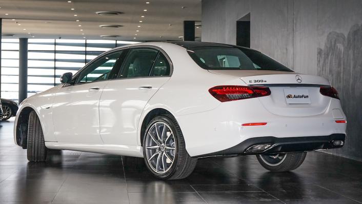 2021 Mercedes-Benz E-Class Saloon E 300 e AMG Dynamic Exterior 003