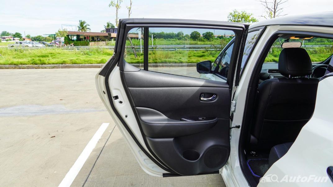 2020 Nissan Leaf Electric Interior 058