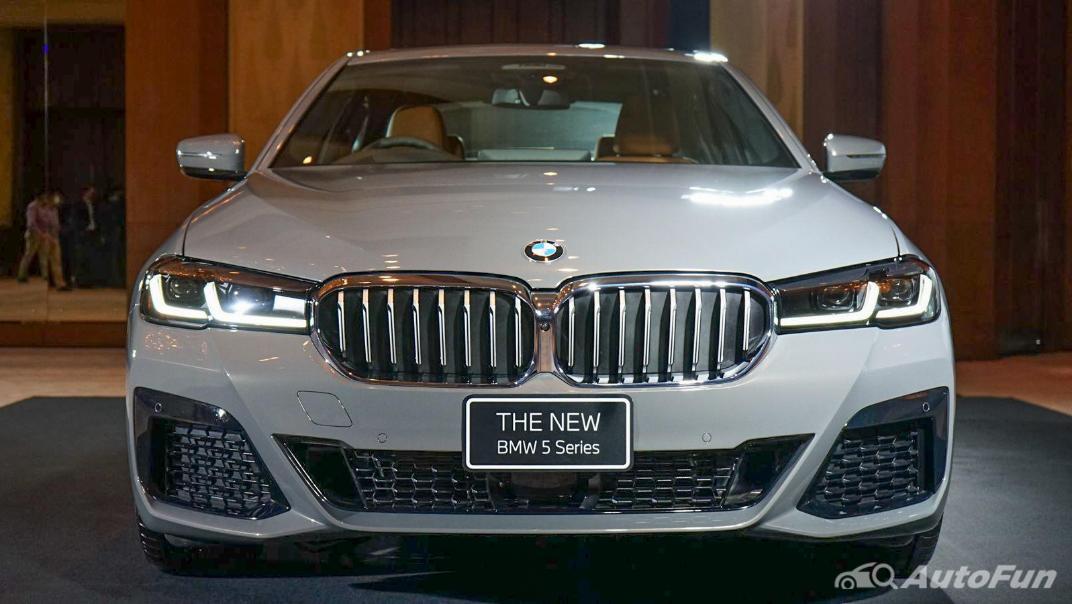 2021 BMW 5 Series Sedan 530e M Sport Exterior 002