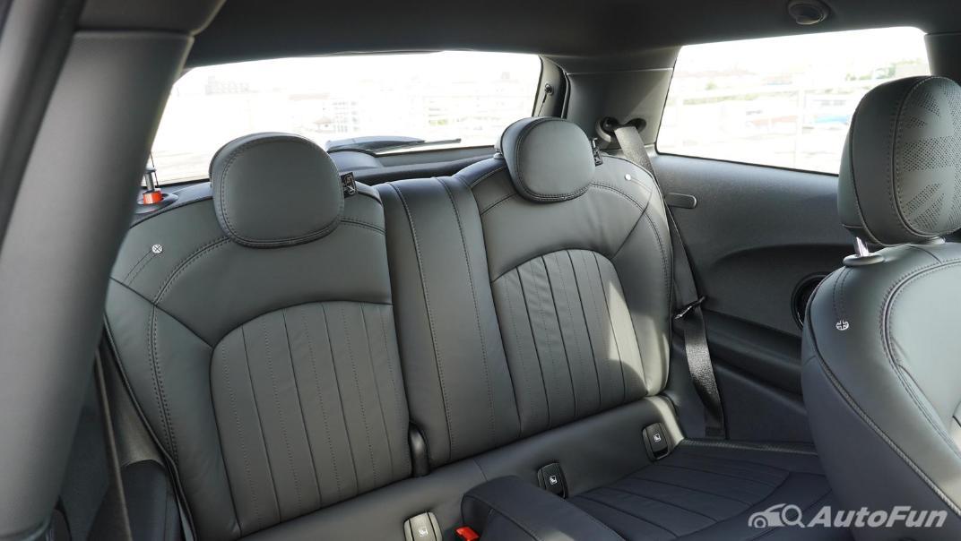 2021 MNI 3-Door Hatch Cooper S Interior 045
