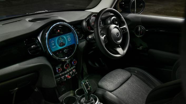 2021 MNI 3-Door Hatch Cooper Interior 001