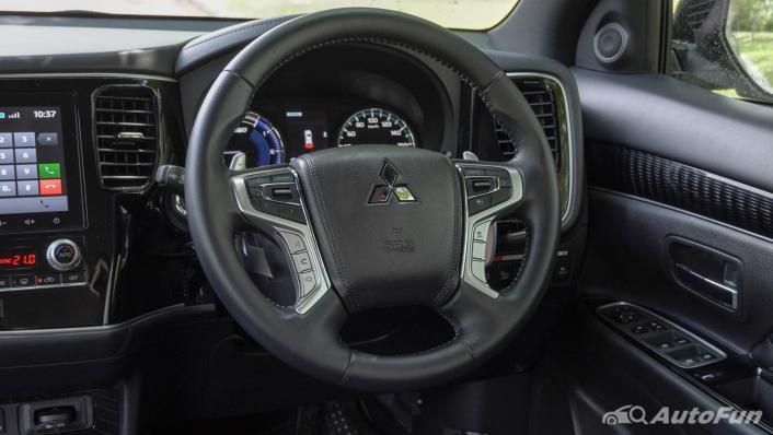 2021 Mitsubishi Outlander PHEV GT-Premium Interior 004