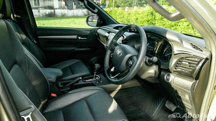 2020 Toyota Hilux Revo Double Cab 4x4 2.8High AT Interior 004