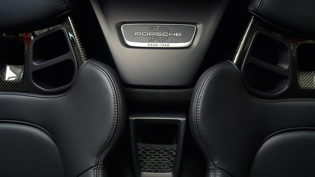 Porsche 911 Public 2020 Interior 010