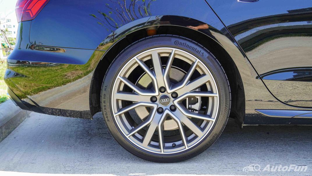 2020 Audi A4 Avant 2.0 45 TFSI Quattro S Line Black Edition Exterior 045