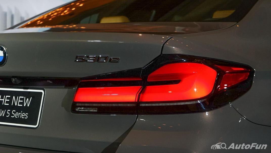 2021 BMW 5 Series Sedan 530e M Sport Exterior 011